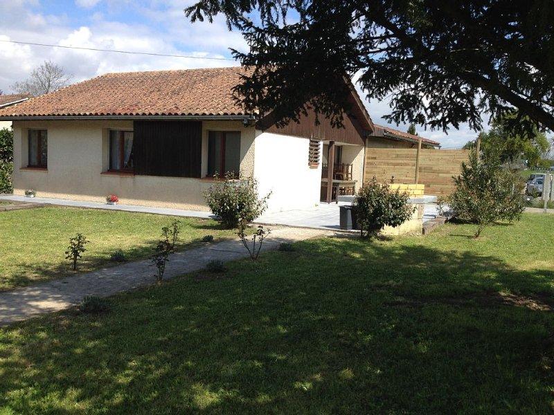 Gîte avec terrasse ensoleillée, à l'entrée de VAYRES réputé pour son mascaret, location de vacances à Genissac