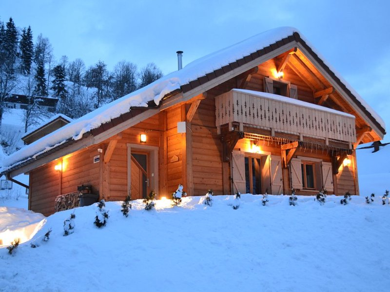 CHALET NEUF 6/8 PERSONNES CHARGES INCLUSES, vacation rental in La Bresse