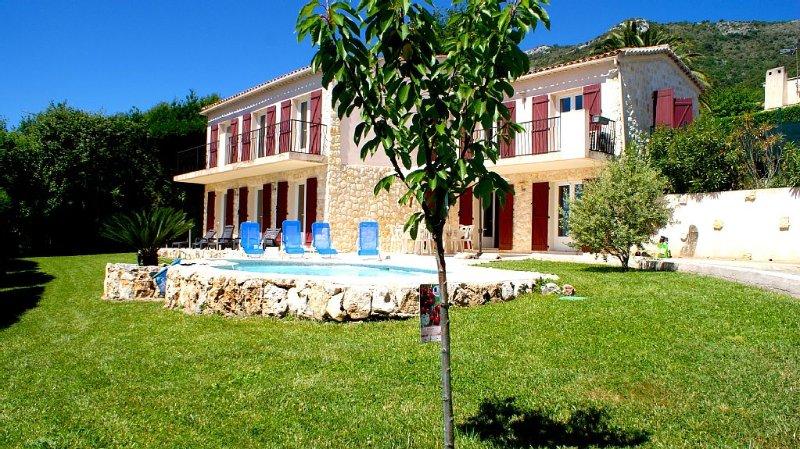 100% Cote d'Azur. Entre Monaco Nice et Cannes Magnifique Villa, vacation rental in Gattieres