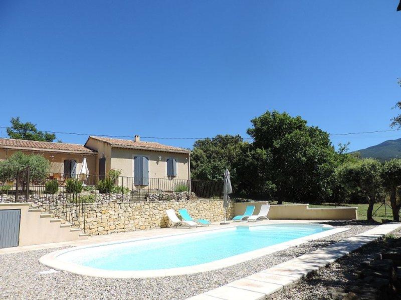 Bedoin 800m centre  villa neuve  , piscine privée cloturée , au pied du vent, location de vacances à Bedoin