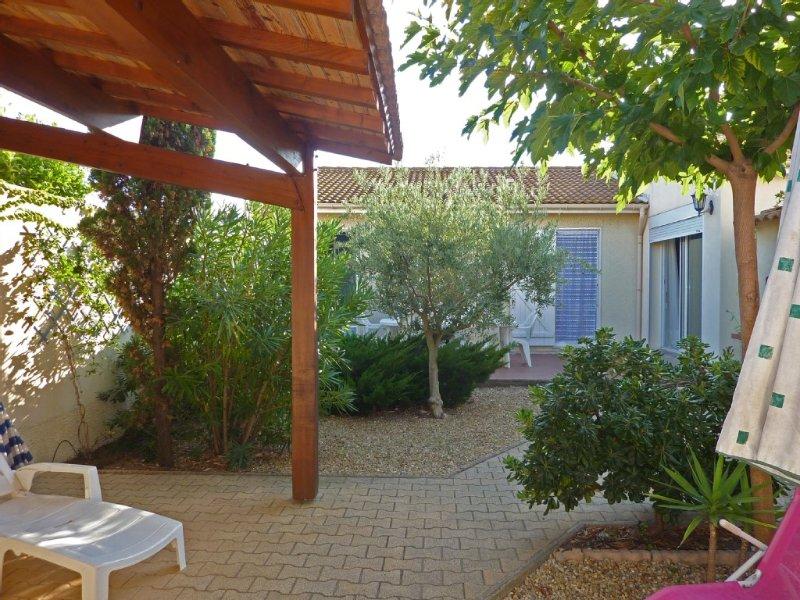 Maison spacieuse jardin coquet calme et détente à 400m de la plage WiFi, holiday rental in Valras-Plage