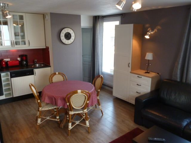 2 room apartment Thonon center, vacation rental in Nernier