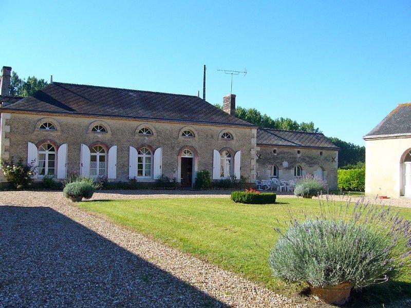 Grande maison dans parc privé, idéale pour séjour en famille ou entre amis, aluguéis de temporada em Sarthe