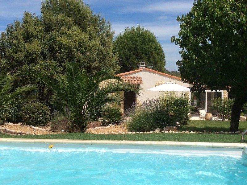 Villa avec Piscine privative, Hammam et vue sur Golf., aluguéis de temporada em Vitrolles