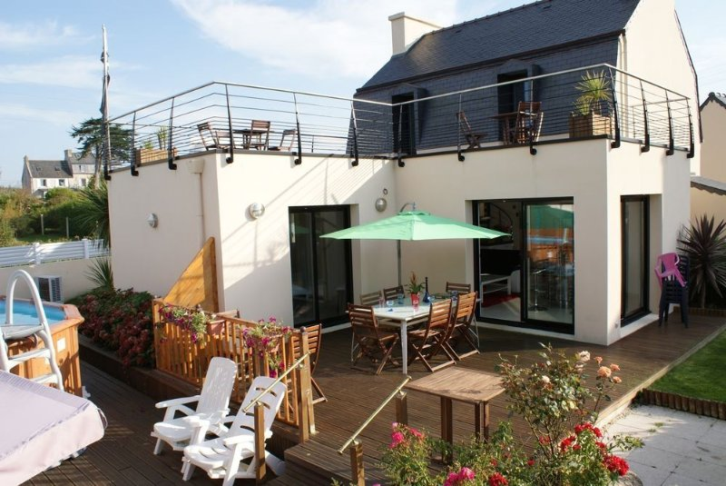 Maison Vue sur Mer, Piscine SPA très confortable, très lumineuse, holiday rental in Plourin