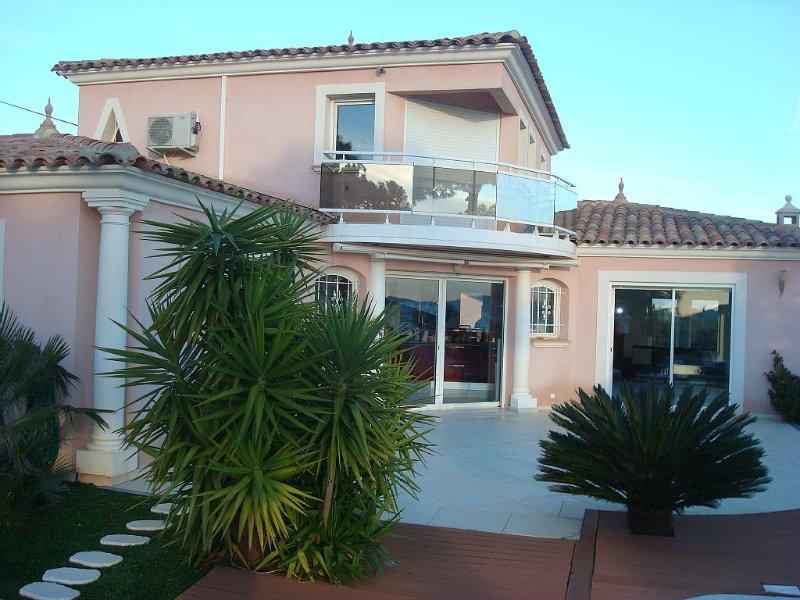 appartement vue mer dans villa contemporaine, Ferienwohnung in Fréjus