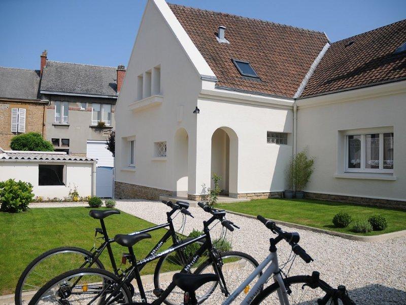 La maison d'habitation:   une chambre au R de C, 2 chambres à l'étage