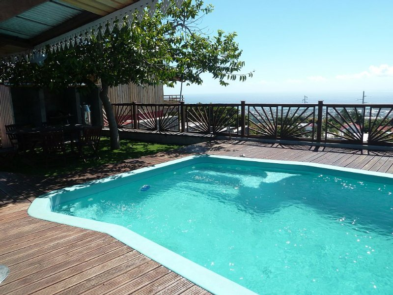 Beautiful sea view villa, well equipped and furnished, secure swimming pool, ga, alquiler vacacional en Sainte-Clotilde