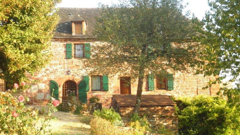 Gîte de Hautefort à Collonges La Rouge  à 300m du centre du village Sud Corrèze, holiday rental in Le Pescher