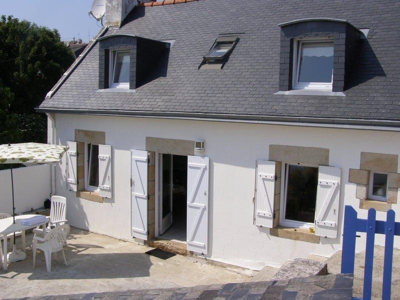 BORD DE MER ET PLAGES  A 150M DE LA MAISON, VUE MER PLEIN SUD, holiday rental in Plouhinec