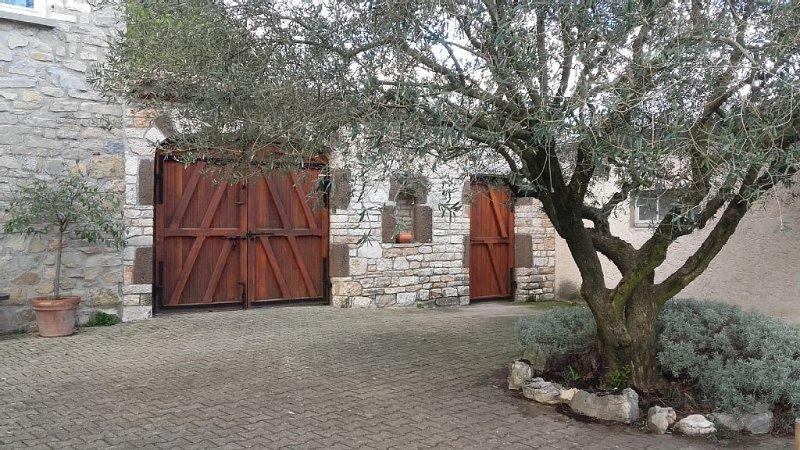 maison 2- 6 personnes à la ferme, calme, , confort, holiday rental in Lanas