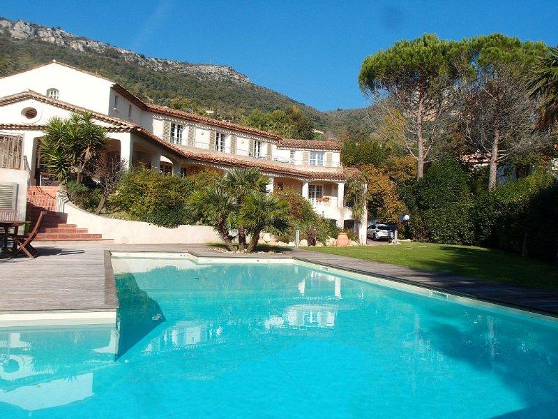 Villa grand standing calme absolu, piscine 15m, vue dégagée jusqu'à la mer, spas, Ferienwohnung in Vence