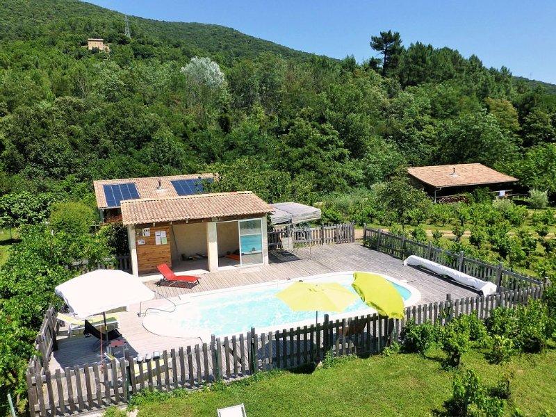Chalet indépendant, Piscine, Calme, grand jardin, Nombreuses Activités, aluguéis de temporada em Le Martinet