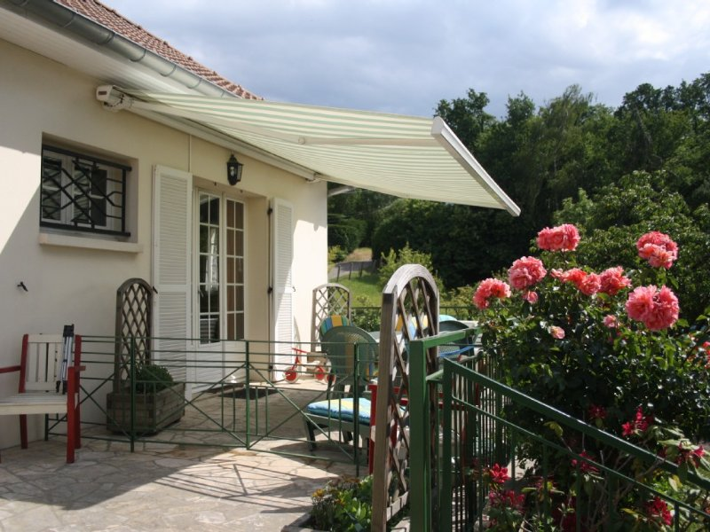 Seasonal cottage in a village .The quiet green countryside., location de vacances à Septeuil