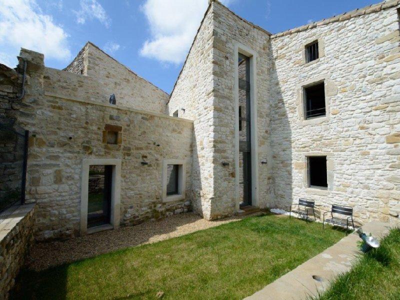 Maison de caractère + jardin & pisc, rénovation contemporaine, holiday rental in Sainte-Anastasie