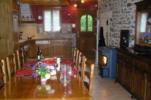 Gîte Les Sources de l'étang, face étang de pêche, avec wifi, holiday rental in Puy-de-Dome