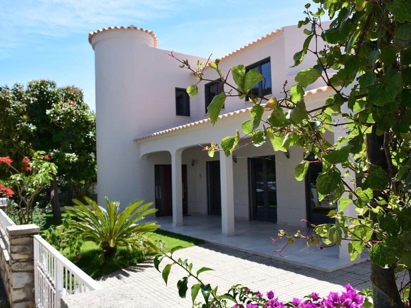 Luxueuse Villa pour Séjour de Rêve entre Ria Formosa et l'ile de Faro, location de vacances à Faro