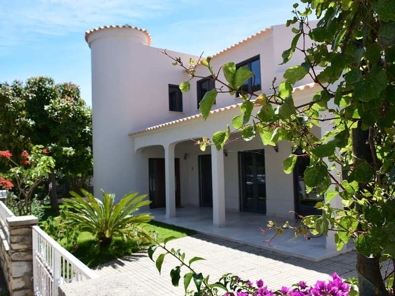 Luxueuse Villa pour Séjour de Rêve entre Ria Formosa et l'ile de Faro, alquiler de vacaciones en Faro