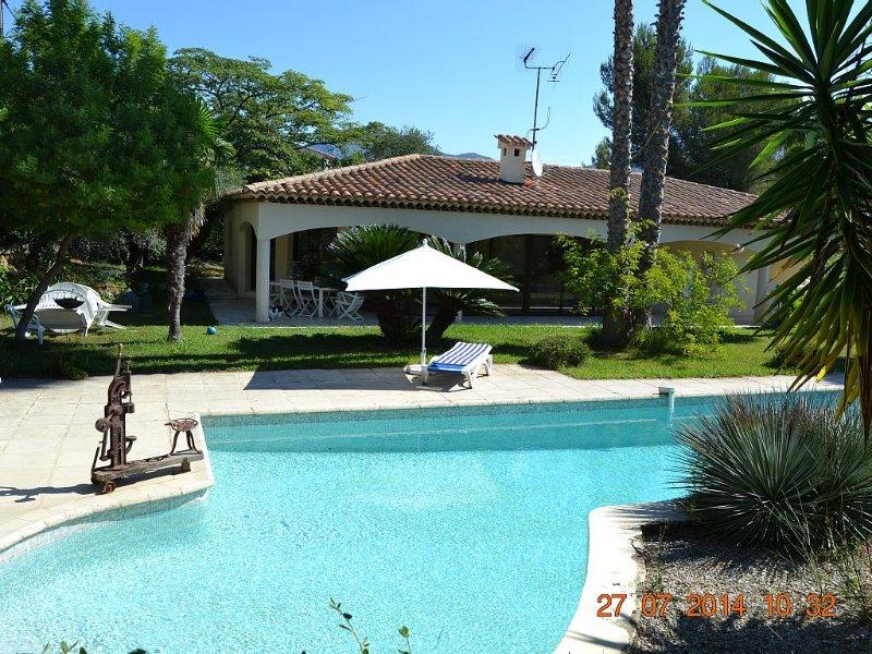 Havre de paix avec piscine niché sur les collines de Nice, vacation rental in Colomars