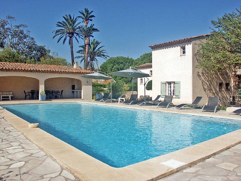 Villa avec piscine, à 100 m de la plage des canebiers à SAINT-TROPEZ, location de vacances à Saint-Tropez