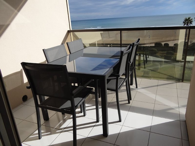 CANET Sud, T2 LUXUEUX climatisé, VUE MER - DIRECT PLAGE, wifi, parking, piscine, vacation rental in Canet-en-Roussillon