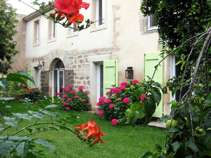 Maison spacieuse sur jardin centre de Pézenas, location de vacances à Pezenas