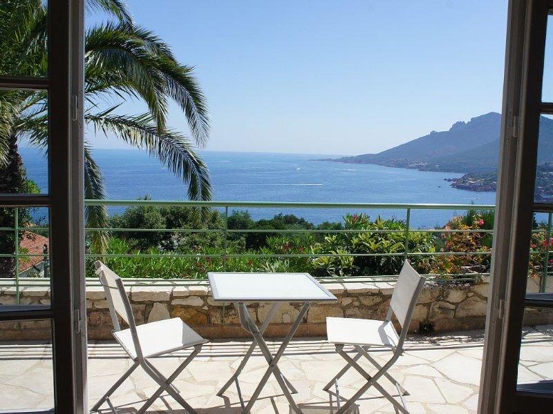 Villa indépendante  superbe vue mer, avec Wifi, casa vacanza a Théoule sur Mer