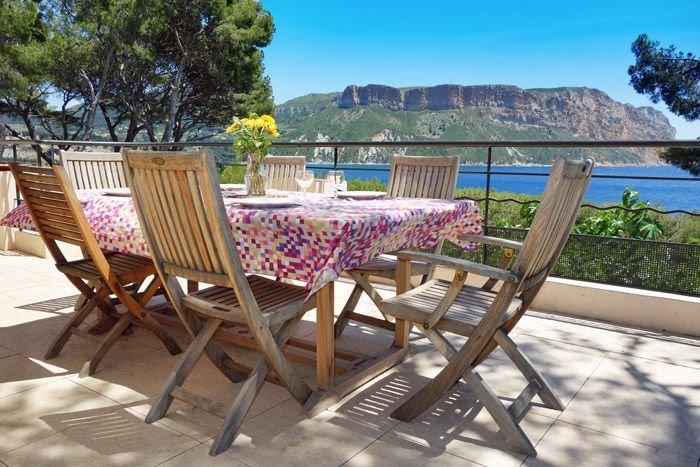 Villa de charme à Cassis les pieds dans l'eau capacité d'accueil 14 personnes, location de vacances à Cassis