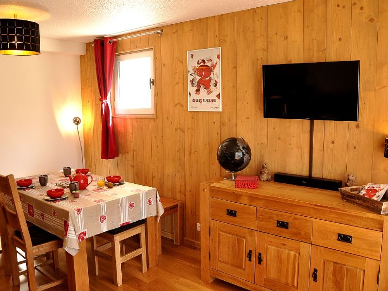 Appartement style Chalet. Grand balcon plein SUD au pied des pistes avec garage, holiday rental in Les Deux-Alpes