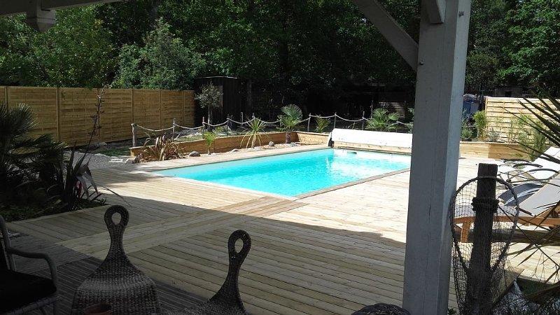 Villa familiale piscine chauffée,spa 38° à Lège Cap Ferret à 5mn de l'océan, holiday rental in Lege-Cap-Ferret