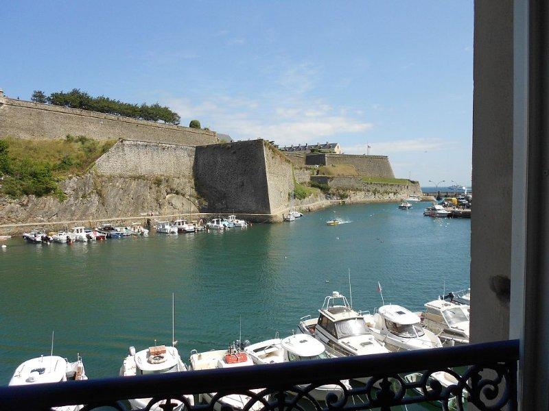 belle ile en mer LE PALAIS appartement  vue sur le port et la citadelle, location de vacances à Le Palais
