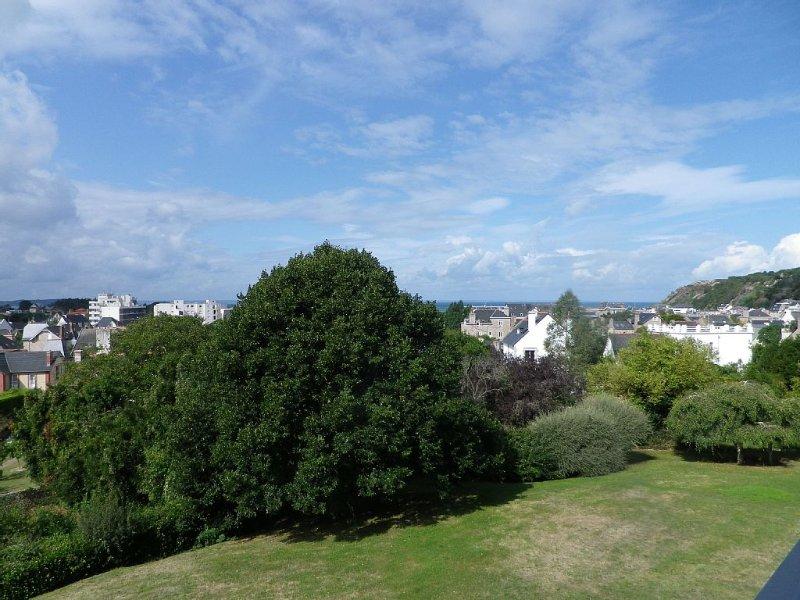 grand appartement 2 pièces tout confort à Erquy avec vue mer, classé 2*, vacation rental in Erquy