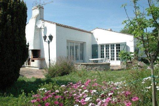 Belle villa, grand jardin clos  Plage à 100m, location de vacances à Vendée