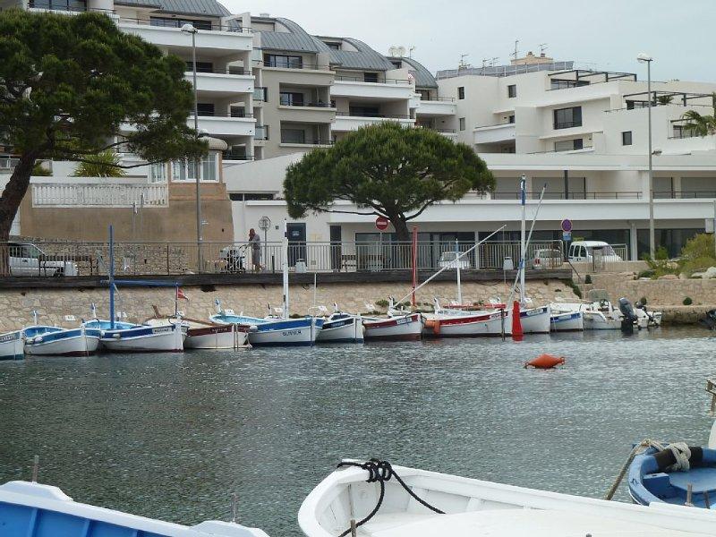 T3 classé 4* 70 m² + loggia 24 m² - Devant plage capucins  Vue île verte et port, location de vacances à La Ciotat