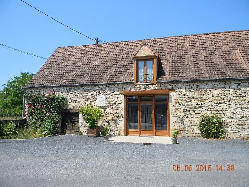 Maison rénovée  situé au centre du Périgord Noir et du Ht Quercy, holiday rental in Peyrillac-et-Millac
