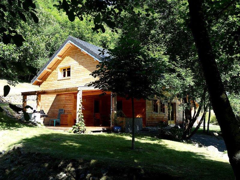 Chalet **** 6/8 personnes au bord du lac de Pannecière, proche Chaumard, vakantiewoning in Chatillon en Bazois
