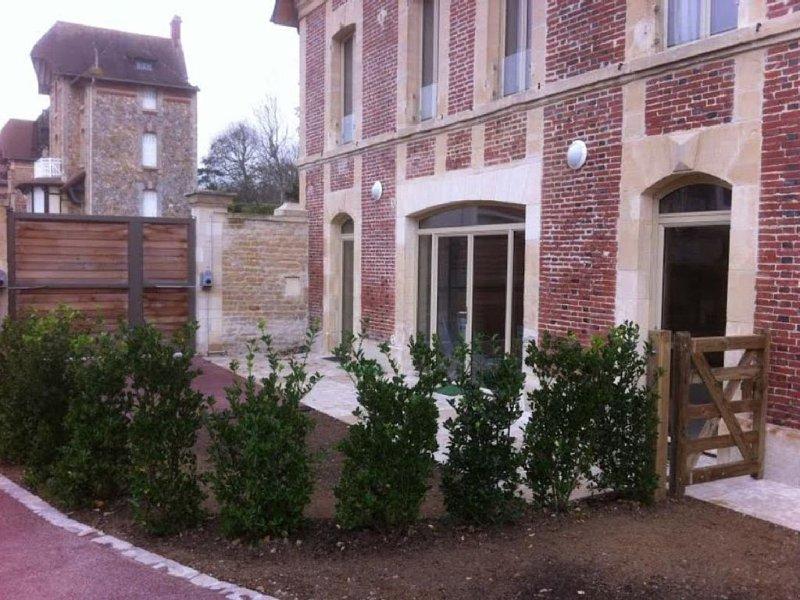 Maison de caractère  à deux pas de la plage,  du club de voile,  et des tennis, holiday rental in Saint-Aubin-Sur-Mer