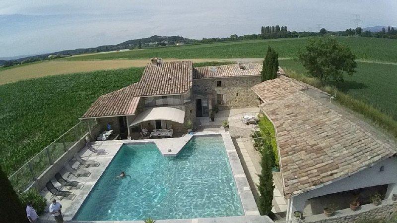 fermette en pierres dans campagne, vacation rental in Chabeuil