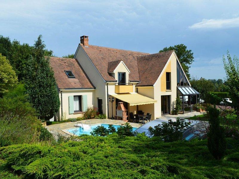 Belle demeure au coeur des alpes mancelles, piscine, sauna et 4 chambres, casa vacanza a Saint-Georges-le-Gaultier