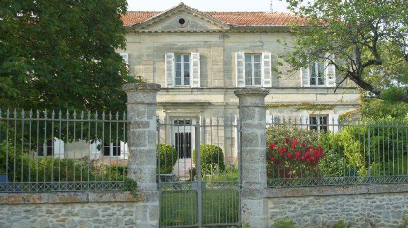 Maison du XIXème, tranquillité  près des châteaux du Médoc et des  plages, holiday rental in Prignac-En-Medoc