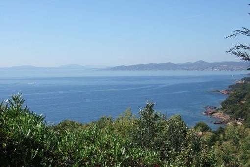 -Vue mer panoramique - calme- Plage à 300m - WIFI-, holiday rental in Saint-Raphael