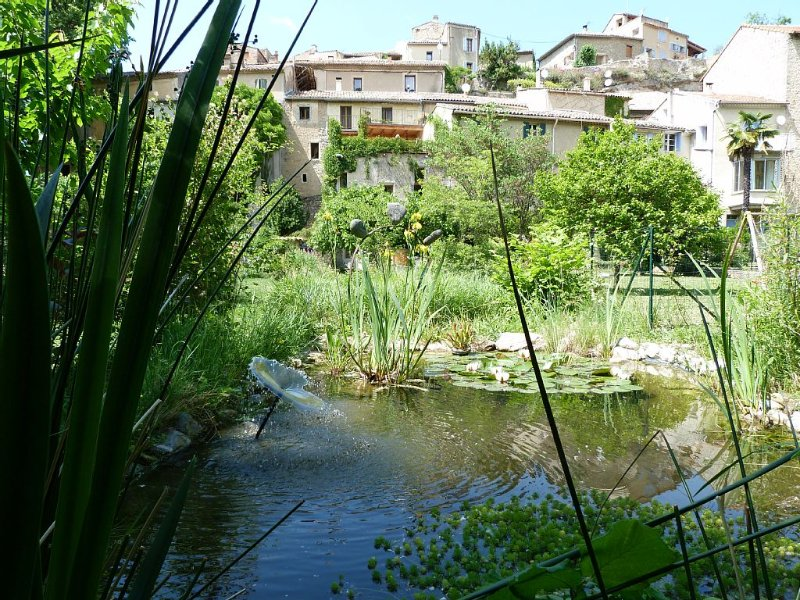 The wealth of nature in the heart of a village, location de vacances à Eygaliers