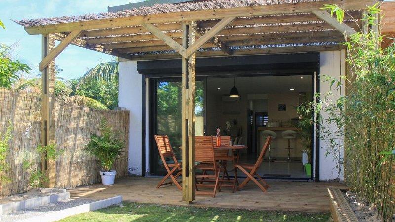 Superb T2 Ground garden with terrace 150m from lagoon, location de vacances à La Saline les Bains
