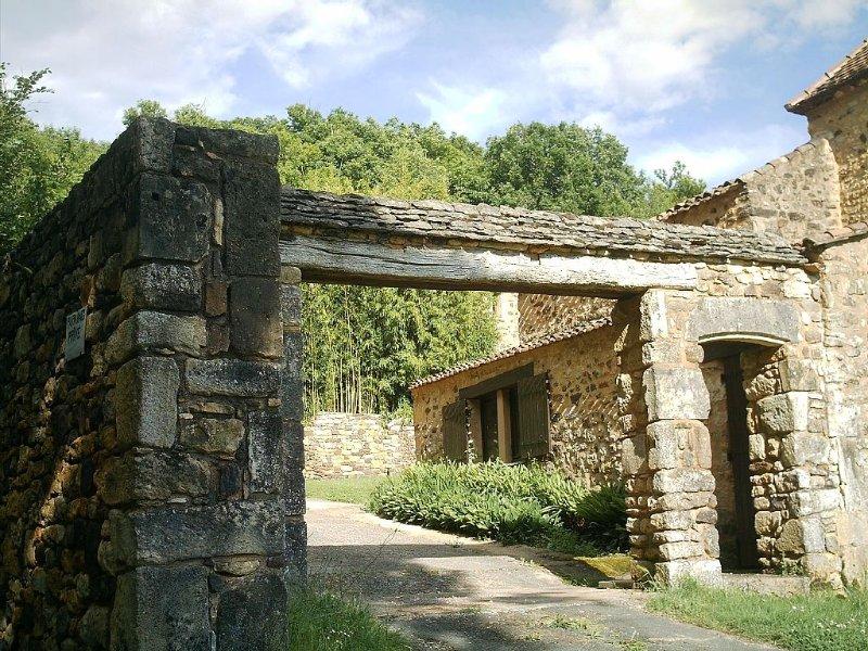 LA PETITE BARONNIE 2/4 pers. à Audrix  au cœur des sites  du Périgord Noir, casa vacanza a Audrix