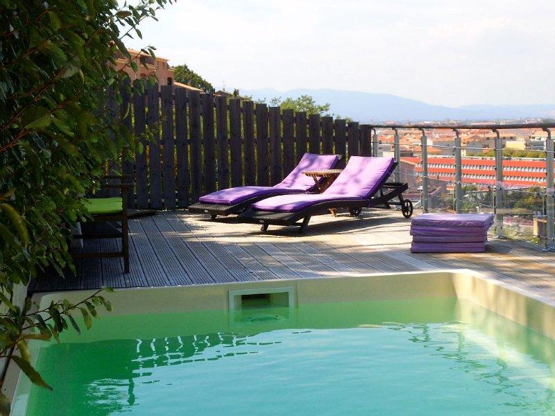Appartement très spacieux proche plage avec jardin et piscine, holiday rental in Saint-Raphael