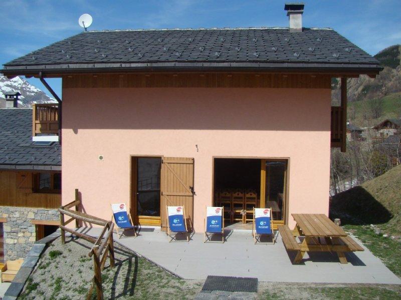 Chalet spacieux à100m des pistes de St Martin /3 vallées idéal familles ou amis, holiday rental in Saint-Martin-de-Belleville