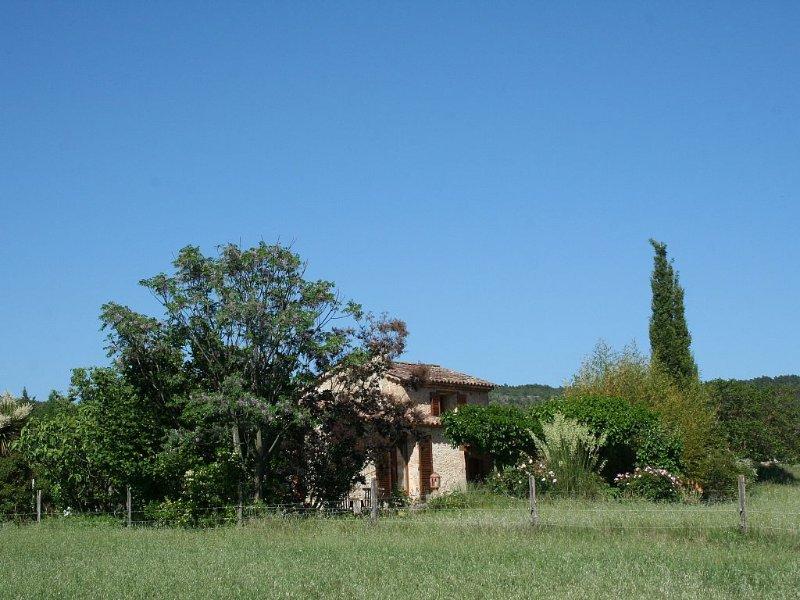 Une petite maison en pierre en provence, holiday rental in Villecroze