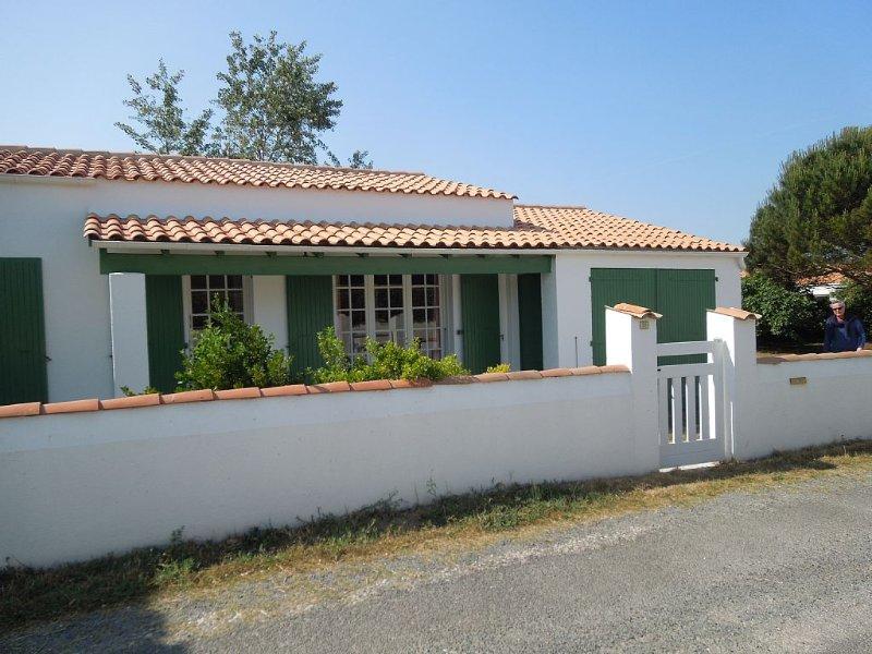 Confortable maison sur un grand terrain clos, accès direct mer à pied, vakantiewoning in Saint-Georges d'Oléron