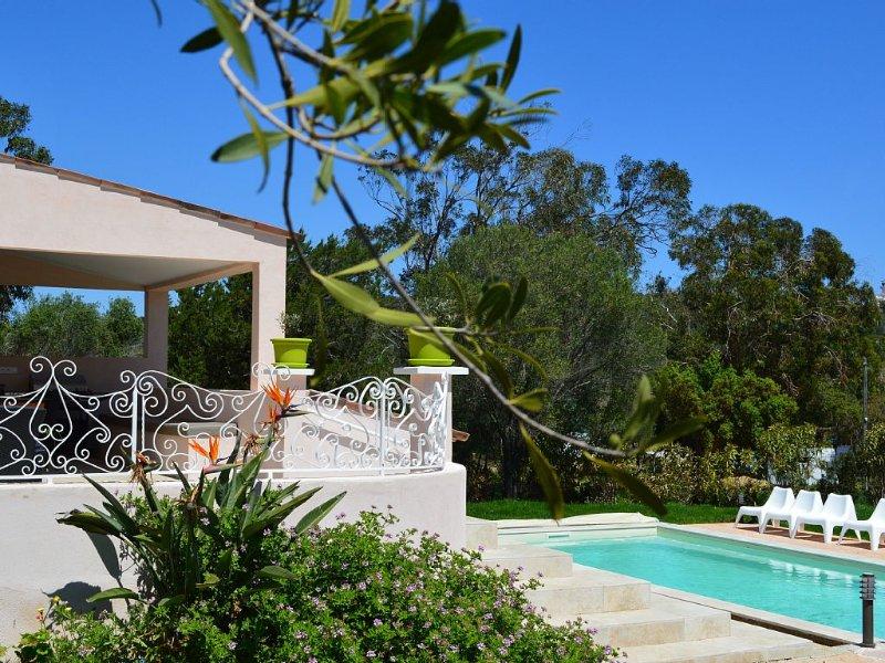 Villa Bord de Mer avec piscine chauffée et jacuzzi, vacation rental in Porto-Vecchio