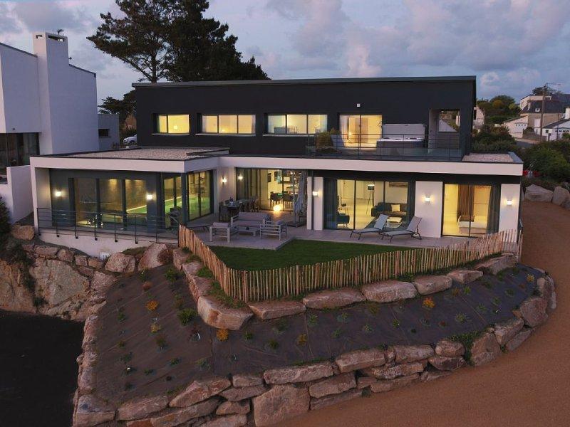 Magnifique Villa, vue mer avec Jaccuzi, sauna et piscine  intérieure chauffée, casa vacanza a Pleumeur Bodou